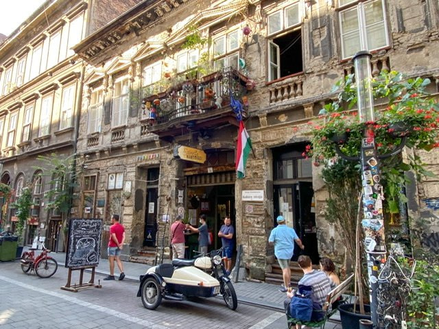 The front of Szimpla Kert