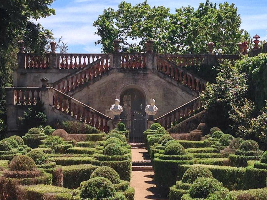 Garde and staircase at Parc del Laberint d'Horta