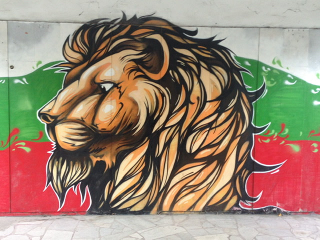 Mural of a lion's head in front of the colors of the Bulgarian flag