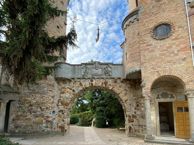 Entrance to the Hundred Pillared Courtyard in Bory Castle