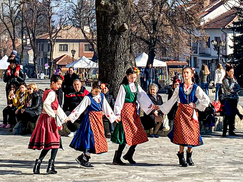 Bulgarian girls dancing in Bnasko