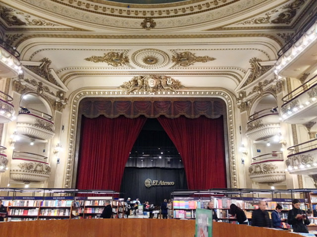 The stage in El Ateneo Grand Splendid
