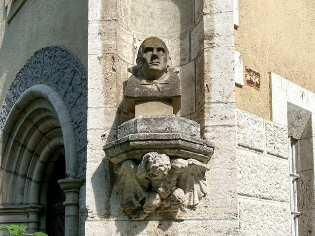 A bust of the actor Bela Lugosi on a castle wall