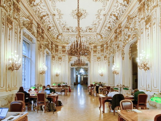 A gold and white room in the Szabo Ervin Library in Budapest